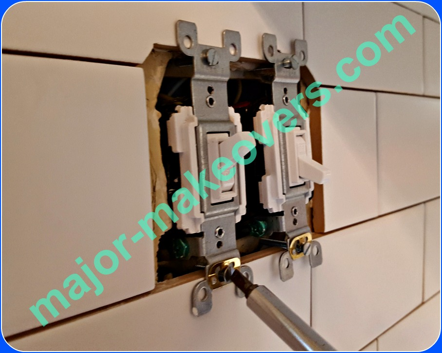Proper position of backsplash outlets and switches after tile adhesive is dry. Using a screwdriver, gently tighten all bolts by hand until all tabs touch the tile. Do not overtight.